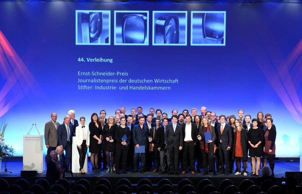 Veranstaltung in der Handelskammer Hamburg am 20.10.2015 im Börsensaal: Ernst-Schneider-Preis 2015 Preisträger und Nominierte auf der Bühne