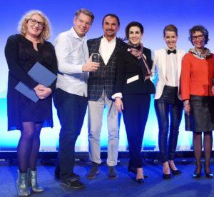"""Auszeichnung mit dem Ernst-Schneider-Preis 2015: Die Redakteurinnen der """"Höhle der Löwen"""" mit den Investoren und der Laudatorin Susanne Biedenkopf-Kürten, ZDF (rechts)."""